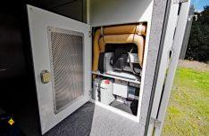 Gut gelöst: Direkter Zugang zur zentralen Technik in der Heckgarage. (Foto: det)