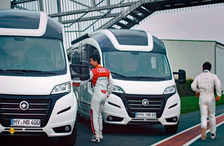 Le Mans-Start: Die beiden DTM-Piloten Timo Glock und Mike Rockenfeller machen am Hockenheim Ring ein Privatrennen mit ihren Niesmann + Bischoff Wohnmobilen. (Foto: Niesmann + Bischoff)