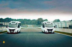 Bug an Bug auf der Zielgeraden: Timo Glock und Mike Rockenfeller in ihren Niesmann Smove-Mobilen. (Foto: Niesmann + Bischoff)