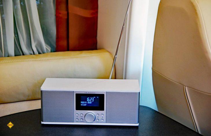 Das Pearl Digitalradio DOR 500 überzeugt mit schickem Design und großem Funktionsumfang. (Foto: alf)