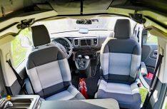 Die drehbaren Fahrersitze komplettieren die Sitzgruppe für Vier. (Foto: det)