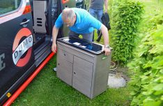 Der Küchenblock kann einfach und ohne Werkzeug schnell ausgebaut werden. (Foto: det)