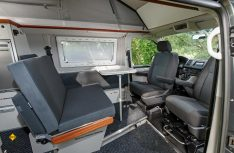 Der Wohnraum des Campmobil HK 4.9 von Campmobil Schwerin. (Foto: VWN)