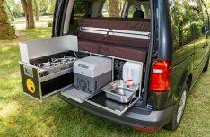 Die Ququq-Campingbox im VW Caddy. (Foto: VWN)