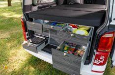 Auch für den VW Transporter hat VanEssa eine Campingbox im Angebot. (Foto: VWN)