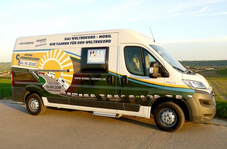 Konvoi, C-Kennzeichen und D.C.I. auf dem Kampagnenfahrzeug von Weinsberg. Perfekt in Szene gesetzt von Frommer Montagen. (Foto: Konvoi/bmg)