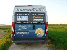 Klare Botschaften im Heck: Wir sind das Welt-Rekord-Mobil. (Foto: Konvoi/bmg)