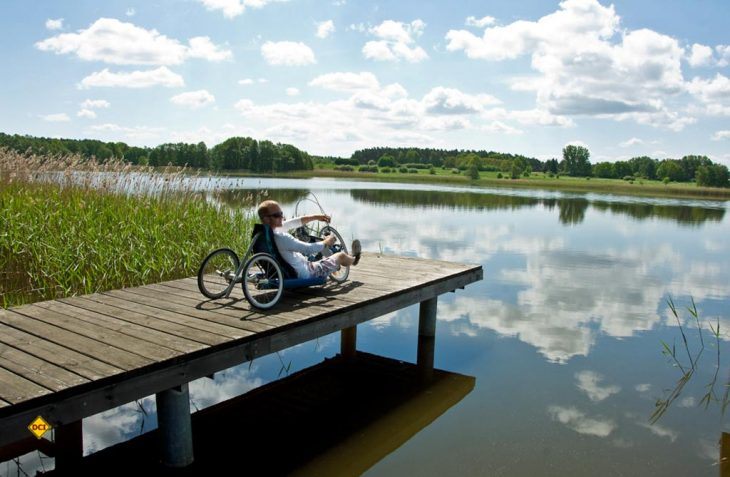 Handbiker im Ruppiner Seenland. (Foto: Tourismusverband Ruppiner Seenland e.V., / Prokopy)