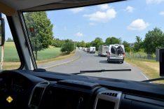 Auf der Piste des Bundeswehrgeländes: Freie Fahrt für Freizeitfahrzeuge! Der Probelauf des Konvoi funktioniert sehr gut. (Foto: tom/DCI)