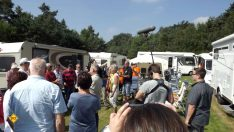 Der WDR hat zum Filmdreh nach Kevelaer eingeladen und die Konvoi-Freunde sind gekommen. Das muss ja ein Erfolg werden. Foto: tom/DCI)