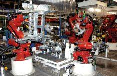 Moderne, vollautomatische Roboterproduktion des Fiat Ducato im modernen Karosseriewerk von SEVEL. (Foto: Fiat Professional)