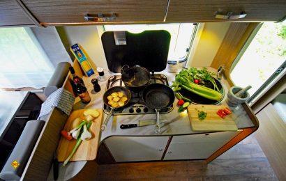 Vorbereitung und Kochen auf begrenztem Platz erfordert Organisation und Planung. (Foto: det / D.C.I.)