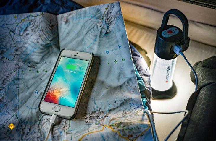 Mit der Lampe ML6 bietet Lichtspezialist Ledlenser eine pfiffige Campinglampe mit Powerbank an. (Foto: Ledlenser)