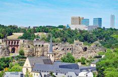 Blick von der Altstadt von Luxembourg zum Kirchberg mit den Gebäuden der Europäischen Union. (Foto: visitluxembourg)