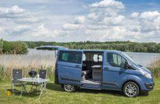 Das multifunktionale Freizeitmobil Ford Euroline gibt es jetzt auch wieder mit Aufstelldach und optionalem Dachbett. (Foto: Ford)