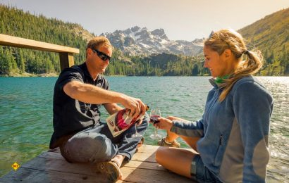 Auch unterwegs und outdoor kann man mit dem GSI-Wein- und Sektgläsern stilvoll geniessen. (Foto: GSI Outdoors)