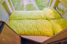 Das komfortable Quer-Heckbett im la strada Regent S. (Foto: Werk)