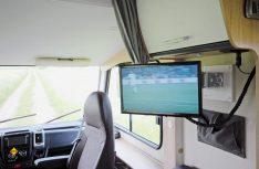 Die TV-Anlage ist über der Seitenbank positioniert. (Foto: det)