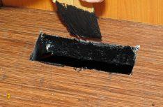 Die Truma-Spezialisten erledigten diese wichtige Arbeit mit Grundierung und dauerelastischer Versiegelungsmasse auf PU-Basis. Diese lässt sich gut verteilen und haftet sicher auf allen Materialien. Sie ist auch ungefährlich für die Isolierung aus Polystyrolschaum. (Foto: has)