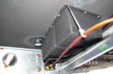 Fertig. Der Ausblaskanal sitzt, die Bremsseilhalterung ist wieder montiert. (Foto: has)