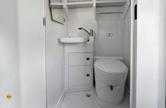 Vollausgestattet mit Dusche, Waschbecken und Cassetten-WC: Die Nasszelle im neuen Grand California. (Foto: VWN)