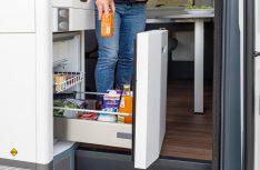 Praktisch: Das Kühlfach als Schubladenversion im Küchemblock auch von außen zu bedienen. (Foto: VWN)
