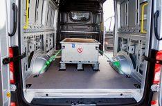 Die Akkus des VW e-Crafter sind so im Fahrzeugboden verstaut, dass der Laderaum des Transporters nicht beeinflusst wurde. (Foto: Werk)