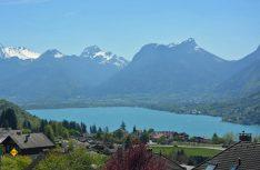 Perle im Département Haute-Savoie: Der Lac d´Annecy. (Foto: rent easy / Pixabay)