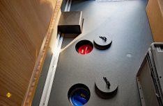 Praktische Lösung: Die Reinigungsöffnungen der Tanks sind in der Heckgarage gut erreichbar. (Foto: det)