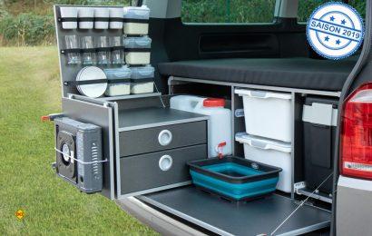 So wird aus dem Bulli ein Reisemobil: Die Reimo Campingboxen sind einfach entnehmebar und ergänzen den Bulli mit Küche, Bett, Wasserversorgung und Stauraum. (Foto: Reimo)
