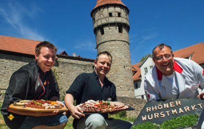Voller Vorfreude auf den 9. Rhöner Wurstmarkt am 13. und 14. Oktober sind die Metzgermeister (von links) Johannes Dietz, Andreas Ortlepp und Anton Koob. (Foto: Christine Schikora)