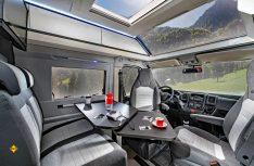 Das patentierte, riesige Panoramafenster Sky-Roof sorgt beim Adria Twin Supreme für viel Licht und Luft. (Foto: Werk)