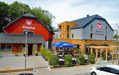 """In völlig neuem Glanz präsentiert sich das Restaurant """"Auberge Fuussekaul"""" auf dem Camping & Camperhafen Fuussekaul in Heiderscheid in den luxemburgischen Ardennen. (Foto: Fuusselkaul)"""