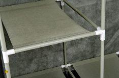 Die Teile des Faltschrankes können schnell und ohne großen Aufwand aufgebaut werden. (Foto: Werk)