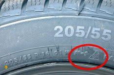 Autofahrer dürfen bei winterlichen Straßenverhältnissen wie etwa Schnee, Schneematsch oder Eisglätte nur noch unterwegs sein sollten, wenn ihr Fahrzeug mit Winterreifen ausgerüstet ist, die das neue Alpine-Symbol auf der Reifenflanke tragen. (Foto: TÜV Rheinland)