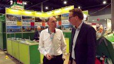 D.C.I. im Gespräch: Frank Jacobs (re.; ACSI; Business Developer Media) mit Thomas Schmies vor dem großen ACSI-Stand in Halle 11. (Foto: det/DCI)