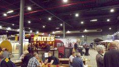 """In der Outdoor- und Zelte-Halle kann man sich ordnungsgemäß mit """"Frites"""" versorgen, die auf niederländisch richtigerweise """"Frieten"""" heißen. (Foto: tom/DCI)"""