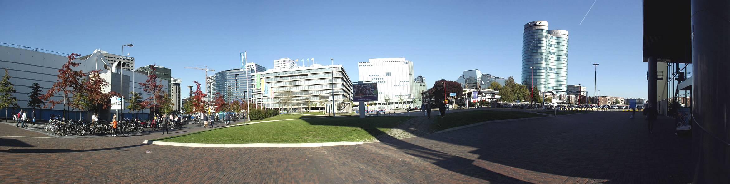Das Panorama rund um das Messegelände bietet eine moderne Skyline mit gut anzuschauenden Bürohäusern. (Foto: tom/DCI)