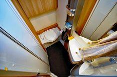 Praktische und komfortabler Sanitärraum mit Bank-Toilette. (Foto: det / D.C.I.)