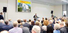 Der Stellplatz-Gipfel als Informations-Treff: Die Teilnehmer erhalten wichtige Kontakte, lernen die technischen Voraussetzungen und Grundlagen für einen Reisemobil-Stellplatz kennen Foto: Messe Stuttgart)