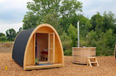 Fass-Häuser- und Campingpods sind seit Jahren ein beliebter Trend beim Camping. (Foto: Scandinavic Wood House)