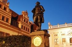 Naschmarkt. In der Mitte des Platzes steht die Alte Börse und eine Statue des jungen Johann Wolfgang Goethe. (Foto: Leipzig Tourismus)