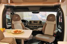Gemütliche Sitzgruppe im Mercedes-Fond des Globeline T. (Foto: alf ( Mobil Total)