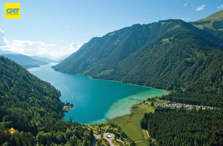 Der 11,6 Kilometer lange und rund 100 Meter tiefe Weissensee liegt 930 Meter über Meeresspiegel und ist damit der höchstgelegene Kärntner Badesee. (Foto: Franz Gerdl/ Kärnten Werbung)