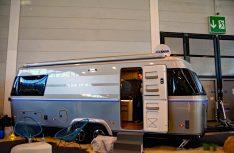 Konzernschwester Airstream läßt grüssen: Das neue Eriba Top-Modell im XXL-Format ist der Tandemachser Touring 820, der zur CMT 2019 präsentiert wird. (Foto: alf / Mobil Total)