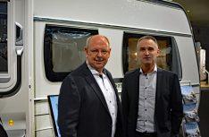 Zeigen sich zufrieden mit dem neuen Sondermodell: Fendt Geschäftsführer Hand Frindte (links) und Marketing-Chef Thomas Kamm. (Foto: det / D.C.I.)