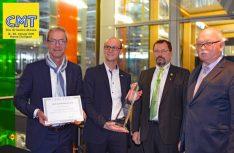 Knaus bekommt den DCC-Sicherheitspreis 2019: Von links: Stefan Diehl, Jürgen Thaler von Knaus Tabbert, DCC Vize Dieter Albert und DCC Präsident Andreas Jörn. (Foto: det / D.C.I.)