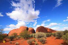 Die Kata Tjuṯa (die Olgas) sind eine Gruppe von 36 Bergen in Zentralaustralien etwa 51 Kilometer entfernt von dem Ort Yulara. Gemeinsam mit dem 30 Kilometer entfernten Uluṟu. (Foto: walesjacqueline; pixabay.com)