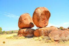 Über den Stuart Highway und die Ortschaften Ti-Tree, Barrow Creek, Wycliffe Well und Wauchope, erreicht man die Felsformationen der Karlu Karlu, besser bekannt als Devils Marbles. (Foto: pen_ash; pixabay.com)