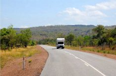 Das Reisemobil ist definitiv das beste Mittel, um Australien zu erkunden. Überall fahren sie herum, die Apollos, Mauis und Britzis. Und wir, die echtesten Overlander aller Zeiten. (Foto: Abert; abenteuerosten.de)